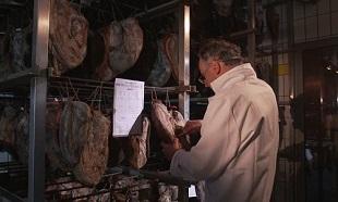 Un contrôle régulier dans tous les abattoirs de France pour lutter contre la maltraitance animal et les conditions de mise à mort!
